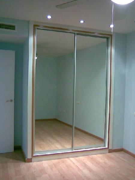 Armarios con vidrio for Armario con espejo