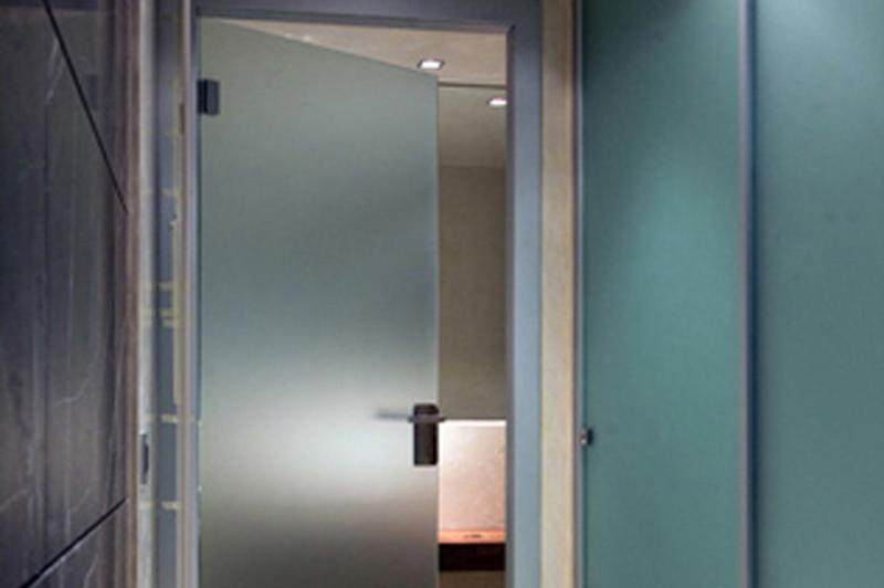 Puertas abatibles vidrio - Pared de vidrio ...